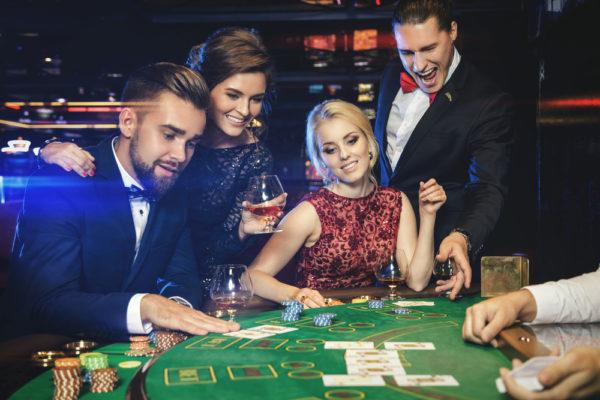 クイーン カジノ 魅力